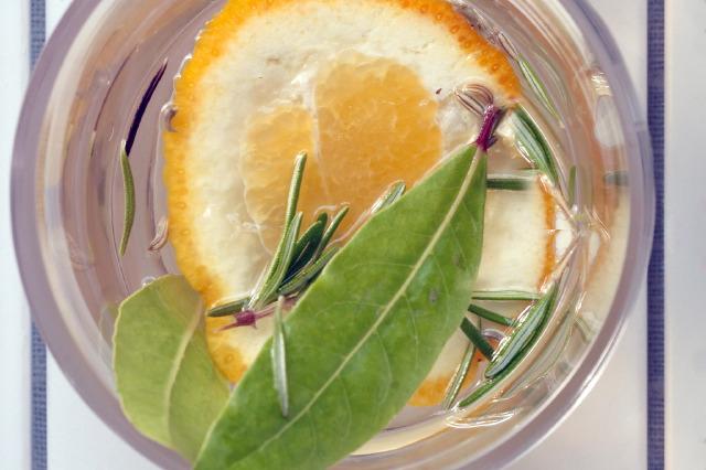 Zitronen-Rosmarin-Essig