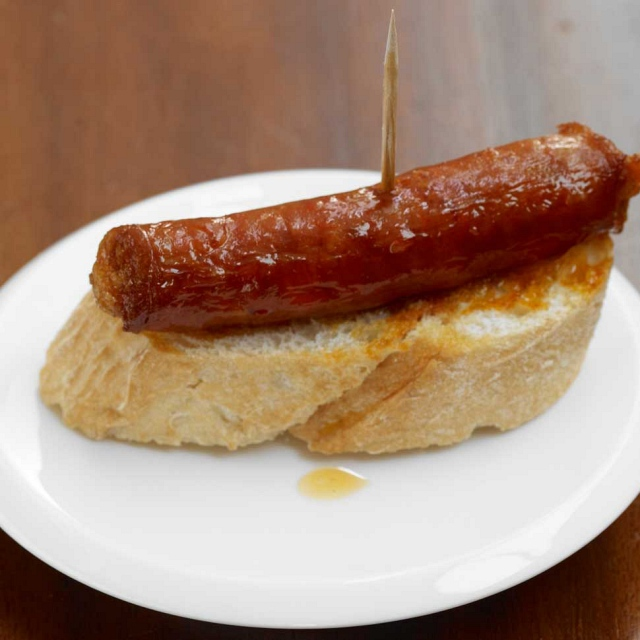 Gebratene Chistorra auf Brot